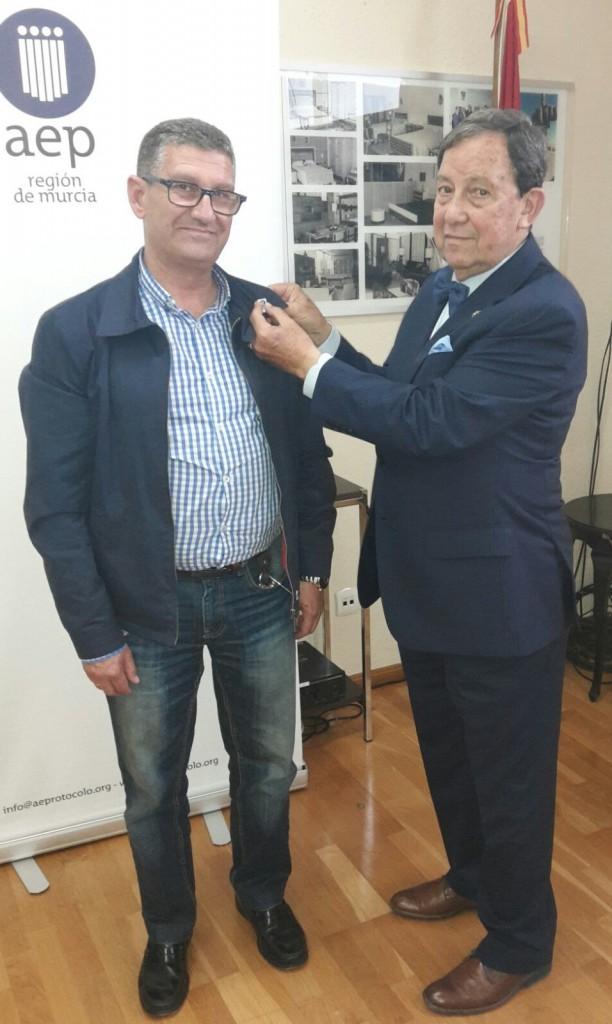 Imposición de pin socios AEP - Región de Murcia