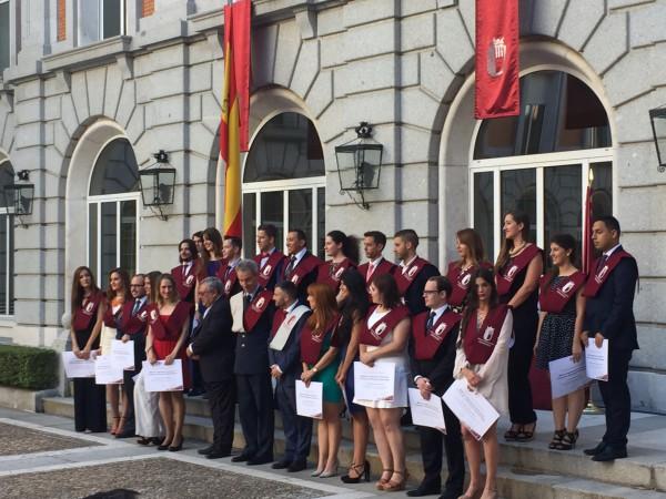 Foto grupo entrega de títulos EIP